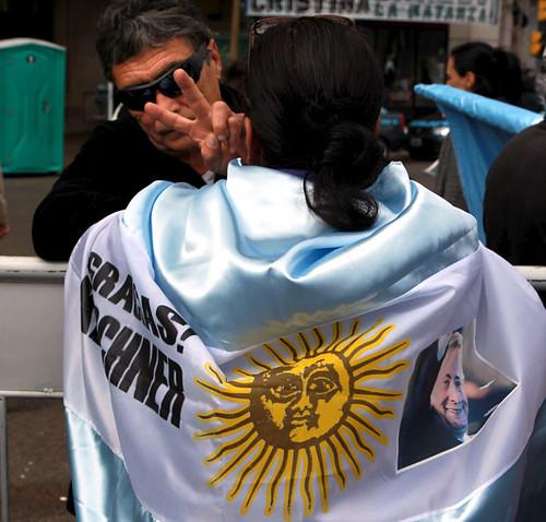 Miles de Personas Asistieron al Velatorio en La Casa Rosada (8)