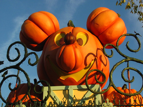 Halloween hits the Disneyland Main Gate