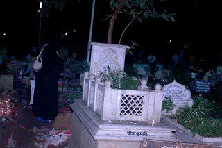 Actress Meena Kumaris Grave Frontal View