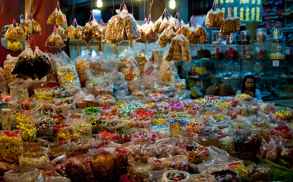路過傳統的零食攤
