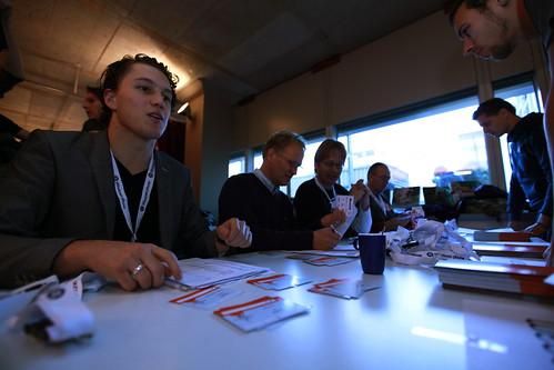 Coen Jacobs en meer personen achter incheckbalie Wordcamp NL 2010