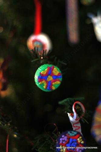Manualidades de Navidad: como hacer adornos de Navidad navideños para el árbol con tapones de botellas de plástico reciclados