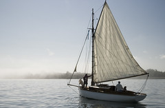 Misty start (Stringendo) Tags: sea mist fog sailing yacht sails solent gaffer gaffrig