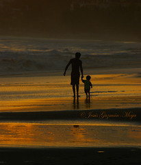 Father and Son (Jesus Guzman-Moya) Tags: sunset sea sun sol mxico mexico atardecer mar interestingness father son fatherandson padre hijo guerrero gbr ogm supershot ixtapazihuatanejo i500 chuchogm fivestarsgallery abigfave jessguzmnmoya holidaysvacanzeurlaub goldenphotographer diamondclassphotographer highestposition4onmondayjune182007