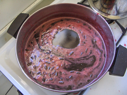 Making plum jelly