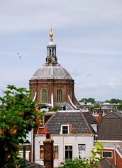 Marekerk koepel met toren, Leiden (Miek37) Tags: holland church netherlands dutch architecture geotagged leiden nikon meetup religion devotion kerk minimeet koepel nikor marekerk d80 nikond80 18135mmf3556g geo:lat=52162107 geo:lon=4490769