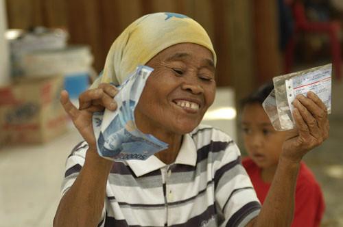 900854953 0ce5ff920a Bantuan Sosial dari Pemprovsu 999 warga miskin di tiga kecamatan Kabupaten Mandailing Natal akan menerima dana bantuan sosial sebesar Rp100 ribu per bulan
