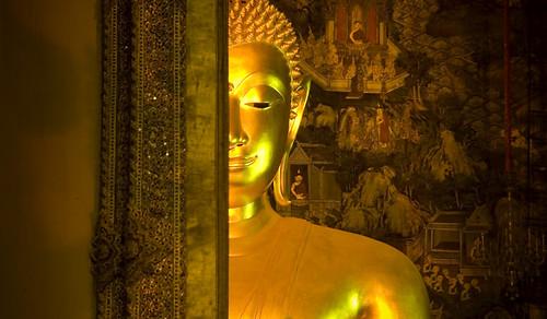 Bangkok:  buddha Shakyamuni at Wat Suthat