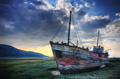 Sunrise on the shipwreck | Baie St-Paul, Quebec, Canada | HDR | davidgiralphoto.com (David Giral | davidgiralphoto.com) Tags: old canada sunrise river landscape bay boat fishing nikon quebec stpaul sigma shipwreck d200 saintpaul 1020mm paysage saintlaurent 15mm hdr charlevoix baie saintlawrence sigma1020mm accalmie baiesaintpaul pave sigma1020 nikond200 5xp tthdr copyrightdgiral davidgiral