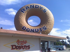 Randy's Donuts, Inglewood CA (worldslargestthings) Tags: kitsch roadside mmmmmm worldslargest latrip randysdonuts bigdonut