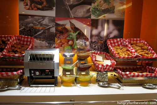 ibis bencoolen breakfast buffet - pastries