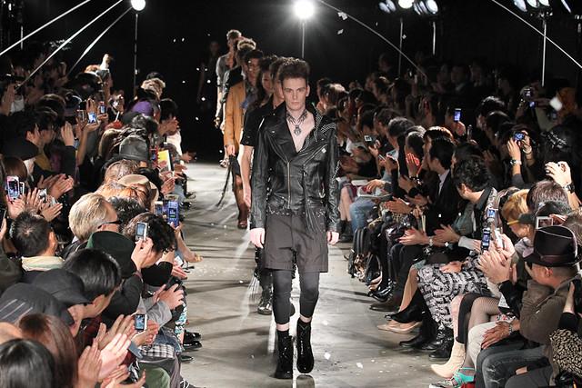 Vincent Hoogland3037_SS11_Tokyo_GUT'S DYNAMITE CABARETS(Fashionsnap)