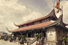 Vnh Nghim Temple (dropletcafe) Tags: architecture vintage photos digitalimages nna vintageeffect buildingstructure manualfocuslenses