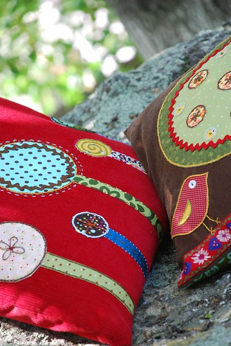 appliqued pillow 016