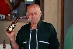 Bar des Amis à Barghjana : attention, voilà le patron !