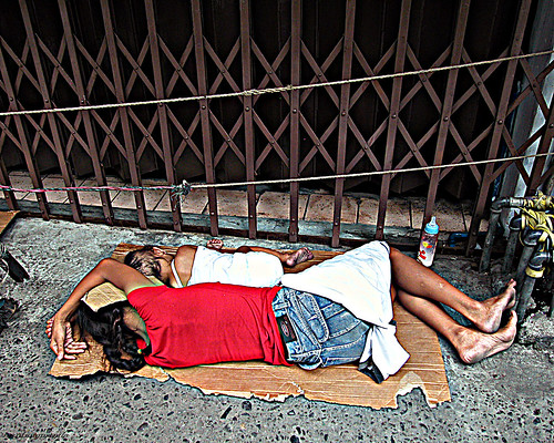 Pinoy Filipino Pilipino Buhay  people pictures photos life Philippinen  菲律宾  菲律賓  필리핀(공화국) Philippines child, pinoy, girl, street, sidewalk, scene, sleeping