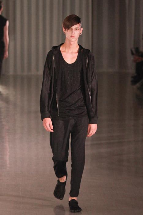 SS11_Tokyo_MOLFIC003_Tommy Cox(Fashionsnap)