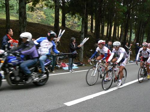 1周目、福島晋一選手が先頭集団を牽引