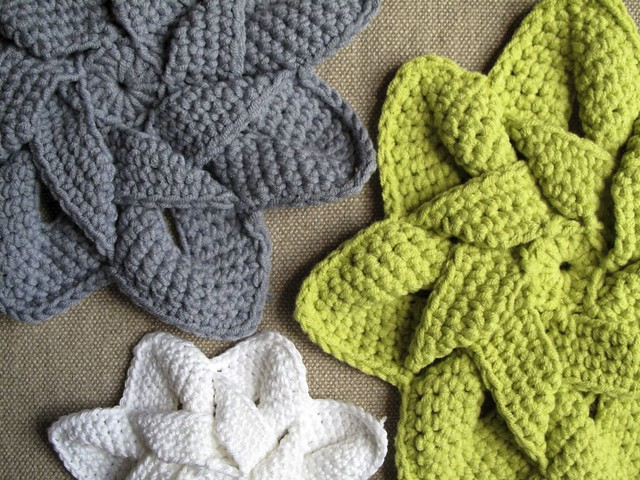 Kitchen Crochet Patterns featured by top US crochet blog, Flamingo Toes: hotpad