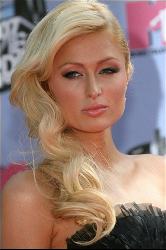 Paris Hilton checks into prison for US driving rap