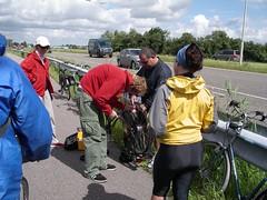 Broek in Waterland - Ronald ripara la bici (a.turchetto) Tags: amsterdam zeppelin alberto bici lucia alessandro