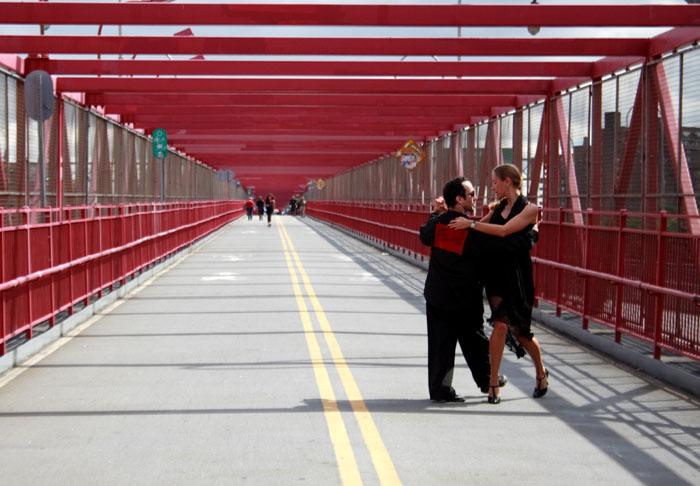 02 Tango on the bridge