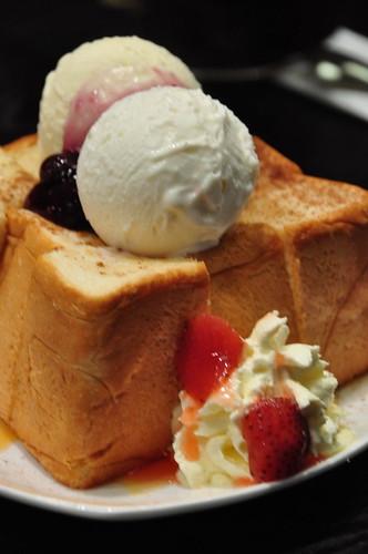Honey Bread with Vanila Gelato