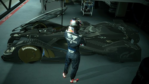 Vettel_and_X1_04