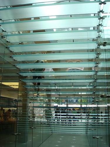 玻璃梯後視圖