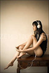 Headphones are Stylish. (zemotion) Tags: portrait table asian ipod headphones stylish kagetsuki minicloud zemotion headphonesarestylish