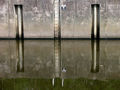 lemonroyd lock (foto.phrend) Tags: reflection water canals westyorkshire leedsliverpoolcanal lemonroydlock