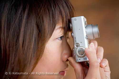 baa2896 - Woman taking photos