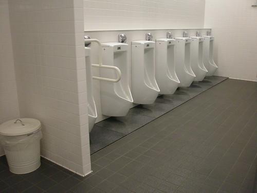 ん???韓国のトイレで盗撮カメラを探すニュースの画像に違和感 [無断転載禁止]©2ch.netYouTube動画>1本 ->画像>21枚