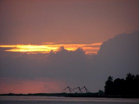 sunset with the chinese fishing nets kochi 260807