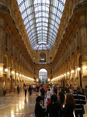 Galleria Vittorio Emanuele II (magro_kr) Tags: italy milan shop italia gallery milano galeria lombardia lombardy sklep włochy wlochy mediolan