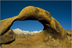 Galen's Arch (Extra Medium) Tags: foothills snow mountains nikon scenery bluesky d200 slideshow lonepine sierranevadas 395 alabamahills ec07 galenarch