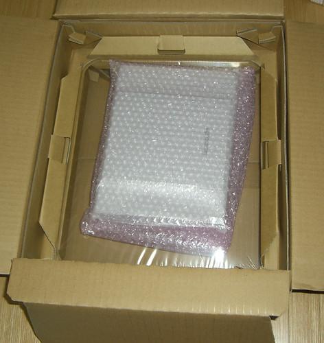パソコンポ梱包、優しく包まれている