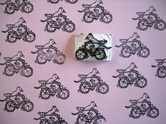 tegen de stroom in / against the flow (Gertie Jaquet) Tags: cat gum kat chat eraser stamp poes vlo fiets stempel bycicle
