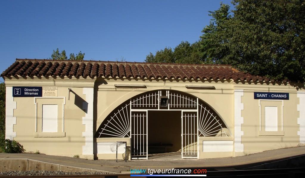 L'abri voyageurs de la gare de Saint-Chamas (Voie 2 direction Miramas) sur la ligne PLM Marseille - Miramas