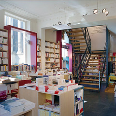 Librairie 03 (sur le A) Tags: architecture books bookstore bookshop escalier bookstores libreria librairie mobilier librerias