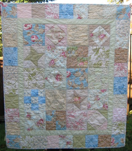 vintage-look baby quilt by Poppyprint