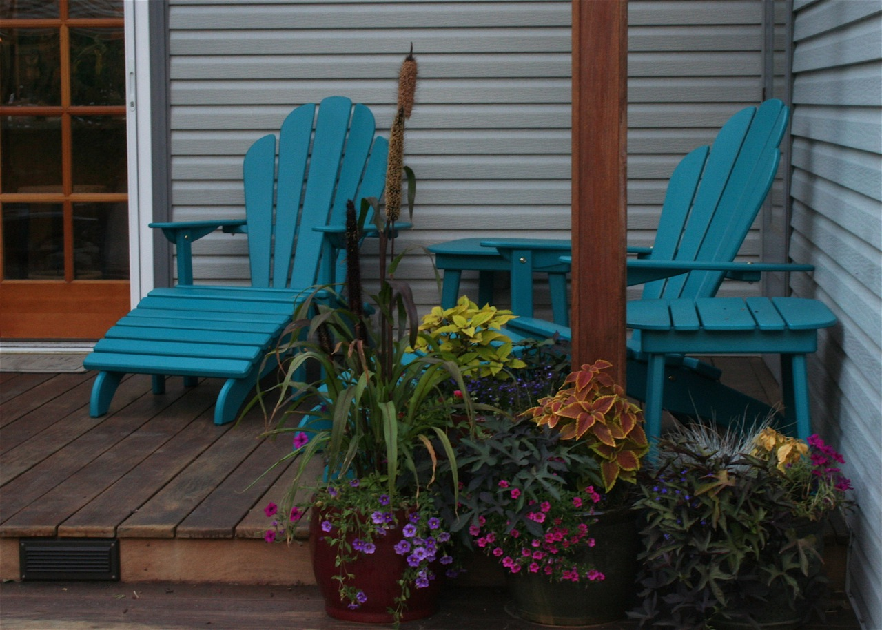 sawdust & shavings Painted Outdoor Furniture