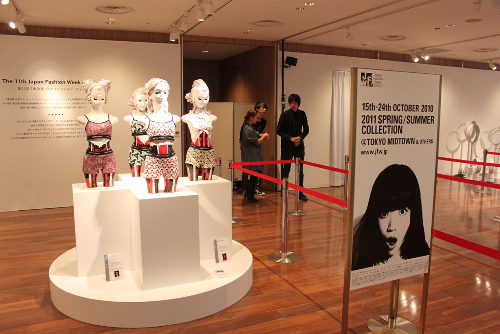 """Naoshi Sawayanagi Collection """"Japan Fashion Week in TOKYO 2010″ (1)"""