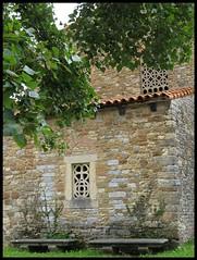 Prerromnico restaurado (Aurora3) Tags: ventana asturias verano oviedo 2007 asturies aurofot arteasturiano bendones