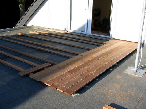 Unterkonstruktion und erste Planken