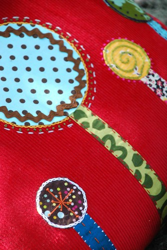 appliqued pillow 002