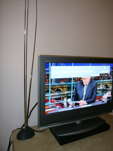 Receiving HD Digital TV via this small indoor antenna.