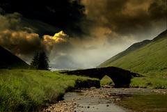 Over the bridge into scenery (Nicolas Valenti