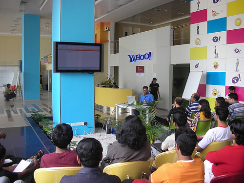 Muthu giving a live-demo on building a Web 2.0  Layouts using YUI at dCamp Bangalore