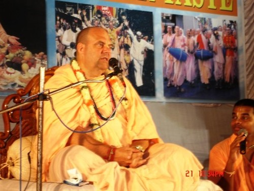 H H Jayapataka Swami in Tirupati 2006 - 0064 por ISKCON desire  tree.